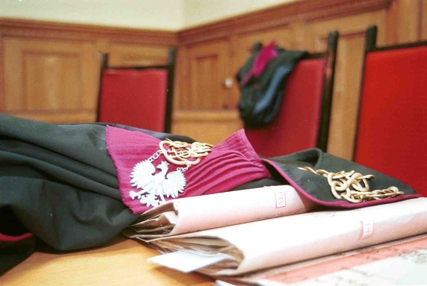 Zarzut obcowania płciowego z 9-latką usłyszał mężczyzna z gminy Darłowo