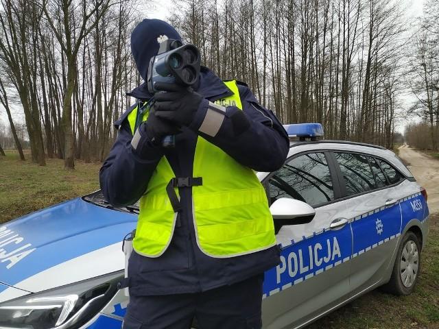 Zatrzymany kierowca dodatkowo został ukarany mandatem w wysokości 400 złotych, a jego konto zasiliło 10 punktów karnych.