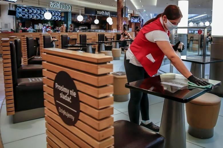Co wolno, a czego nie od 30.05.2020? Rząd znosi limit gości w lokalach gastronomicznych i klientów w sklepach! Lista pytań i odpowiedzi