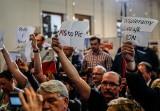 """Awantura na spotkaniu z premierem Mateuszem Morawieckim w legendarnej Sali BHP """"Solidarności"""" w Gdańsku. Szef rządu opuścił salę [wideo]"""