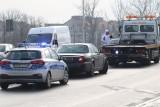 Wrocław: Wypadek na Buforowej. Kierowca volkswagena uderzył w jaguara