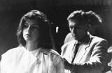 Najmodniejsze fryzury sylwestrowe w latach 80. i 90. Tapir, trwała, karbowanie i uczesania na idoli: a la David Bowie czy Jennifer Aniston