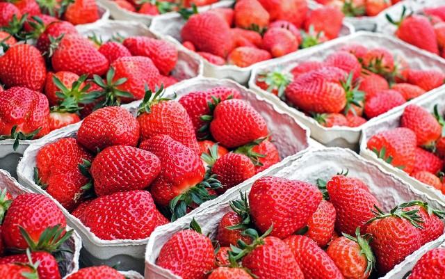Policjanci zatrzymali 43-latkę, która przywłaszczyła całe stoisko do sprzedaży truskawek