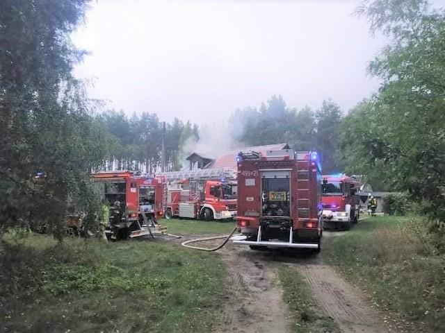 Pożar zniszczył dużą część dachu i poddasze domu jednorodzinnego w Szkocji. Potrzebne materiały budowlane