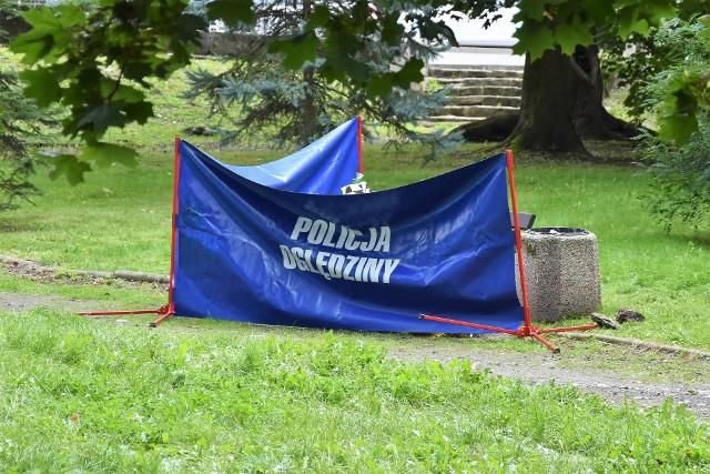 Opole. Nagły zgon mężczyzny na skwerze przy skrzyżowaniu ulicy Wrocławskiej z Niemodlińską