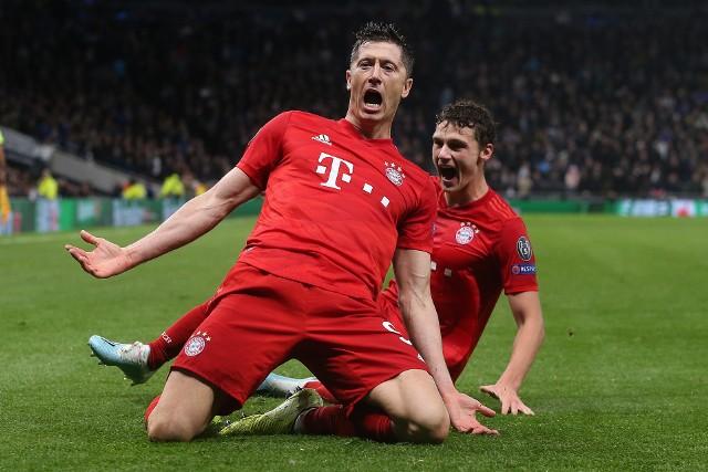 """Robert Lewandowski od początku sezonu szokuje wręcz liczbą strzelonych goli. Jak do tej pory w 11. meczach Bayernu pokonał bramkarzy rywali aż 15-krotnie, w tym 11. razy w Bundeslidze (w siedmiu kolejkach). W klasyfikacji Złotego Buta zdecydowanie wyprzedza Leo Messiego i Cristiano Ronaldo. Ba, gdyby brały w niej udział kluby, plecy """"Lewego"""" oglądałyby wielkie europejskie firmy. Zobacz, kto strzelił w lidze mniej goli niż kapitan reprezentacji Polski.Uruchom galerię klikając w ikonę """"następne zdjęcie"""", strzałką w prawo na klawiaturze lub gestem na ekranie smartfonu"""