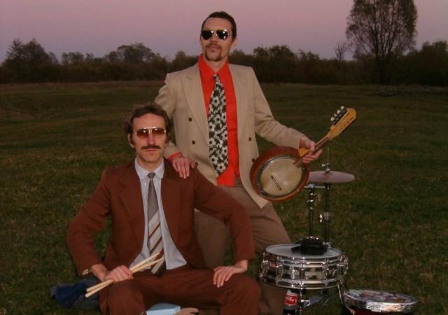 Pod szyldem Mitch & Mitch kryje się duet dwóch muzyków, którzy chcą zachować anonimowość. Działają na polskiej scenie alternatywnej już dwie dekady