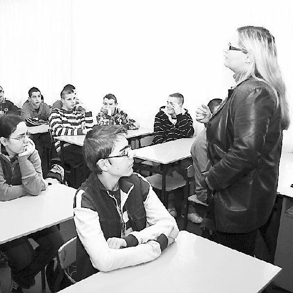 Anna Grabowska-Dąbek prowadzi zajęcia we  włocławskim Gimnazjum nr 2.