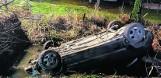 Strażacy z Sieniawy uratowali kobietę z tonącego auta