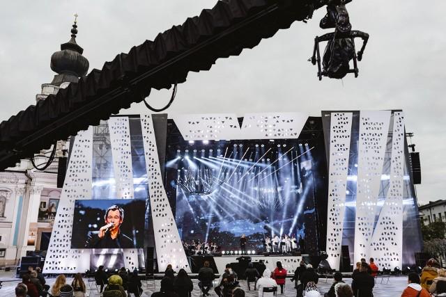 Plac Jana Pawła II. Koncert w Wadowicach, które są w czerwonej strefie z powodu szczytu zakażeń koronawirusem. 18 październik 2020.