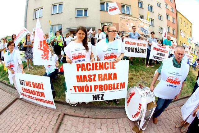 W lipcu 2015 roku personel centrum onkologii protestował przed siedzibą NFZ w Lublinie z powodu braku kontraktów