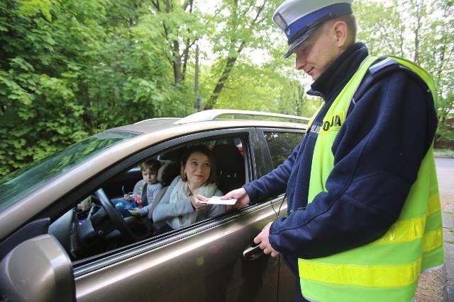 Prezydent podpisał ustawę o zmianach w kodeksie drogowym. Na kierowców czeka sporo nowości. Sprawdź szczegóły na kolejnych slajdach w galerii. >>