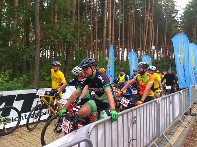 Przed startem crossu rowerowego na dystansie 20 kilometrów, jednej z imprez Leśnego Festiwalu Sportu