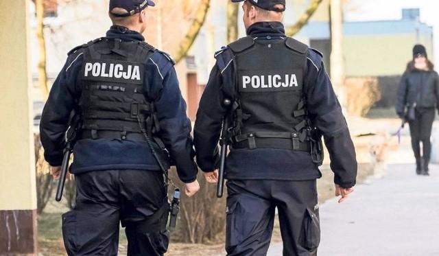 Łódzki sąd aresztował w sobotę na trzy miesiące33-letniego policjanta i 35-letnią policjantkę z komisariatu w Piątku. Są oni podejrzani w sprawie śmierci 30-letniego mieszkańca tego miasta, którego ciało znaleziono w lesie. Wniosek o areszt skierowała do sądu Prokuratura Okręgowa w Łodzi. CZYTAJ DALEJ NA KOLEJNYCH SLAJDACH>>>>