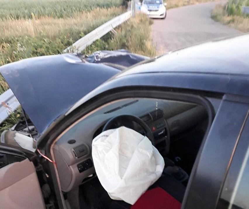 Myszyniec. Rozbił samochód, a następnie poszedł po ciągnik rolniczy, aby odholować pojazd do domu. Miał ponad 2,5 promila alkoholu we krwi