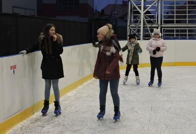 Od 23 listopada w Ostrowi działa znów sztuczne lodowisko