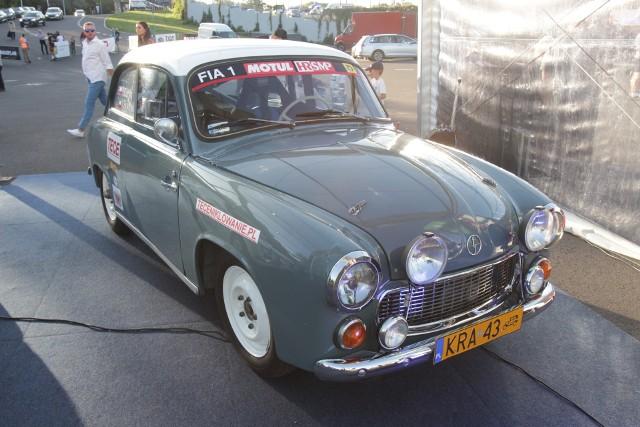 Zobacz historyczne samochody w Rajdzie Śląska Przesuwaj zdjęcia w prawo - naciśnij strzałkę lub przycisk NASTĘPNE