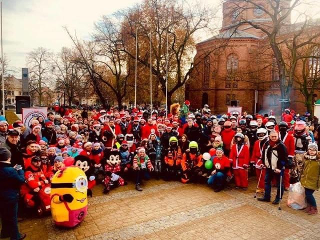 Motomikołaje Bydgoszcz co roku 6 grudnia obdarowują chore dzieci prezentami. Tradycją jest huczny, wesoły finał akcji. W tym roku niestety się nie odbędzie. Ale pomoc i tak dotrze do małych pacjentów Szpitala im. Jurasza i Wojewódzkiego Szpitala Dziecięcego w Bydgoszczy