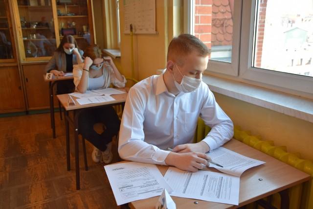 Maturzyści z IV LO w Chorzowie napisali maturę próbną z języka polskiego