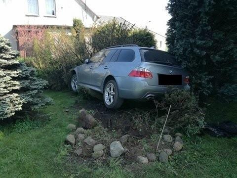 Piece: Pijany kierowca BMW zaparkował w ogrodzie