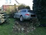 Pijany kierowca BMW zaparkował w ogrodzie. Jak to zrobił Mistrz Parkowania ZDJĘCIA