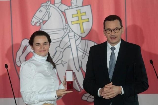 Swiatłana Cichanouska otrzymała klucze do nowej siedziby od Mateusza Morawieckiego.