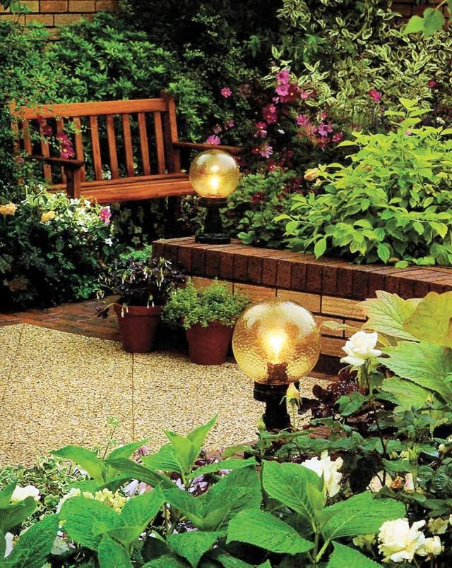 Lampy ogrodoweDzięki oświetleniu zewnętrznemu nasz ogród stanie się urokliwym i przytulnym miejscem.