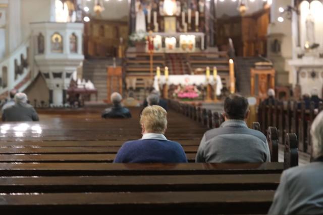 Msze św. niedzielne w kaplicy św. Maksymiliana oraz będą transmitowane w internecie oraz przez radio.