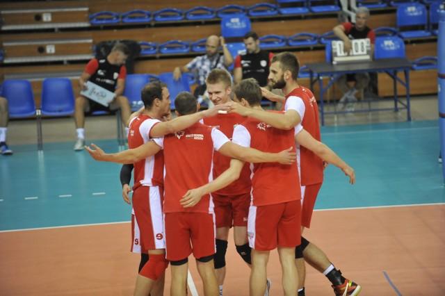W sparingu Asseco Resovii ze Stalą Nysa w barwach rzeszowskiegoklubu zadebiutowali Marcin Możdżonek i Dominik Depowski.