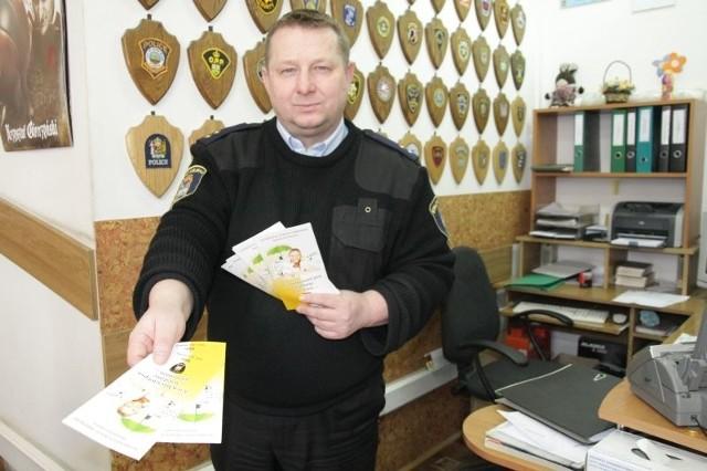 Bogusław Ryzner ze Straży Miejskiej w Jarosławiu podkreśla, że najpierw postawiono na edukację i prewencję. Po to wydano specjalne ulotki dla właścicieli psów.