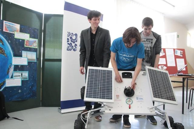 Dzięki wsparciu fundacji uczniowie Zespołu Szkół Elektrycznych we Włocławku zbudowali łazik marsjański