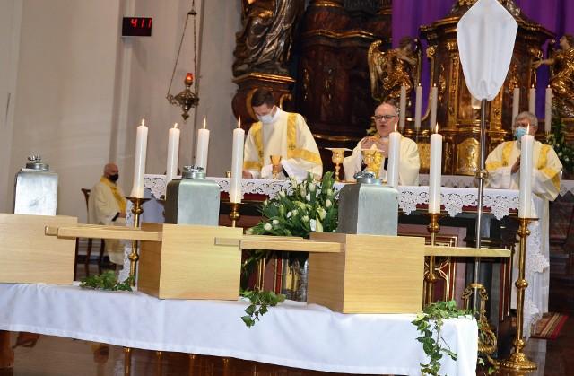 Msza Krzyżma w katedrze opolskiej.
