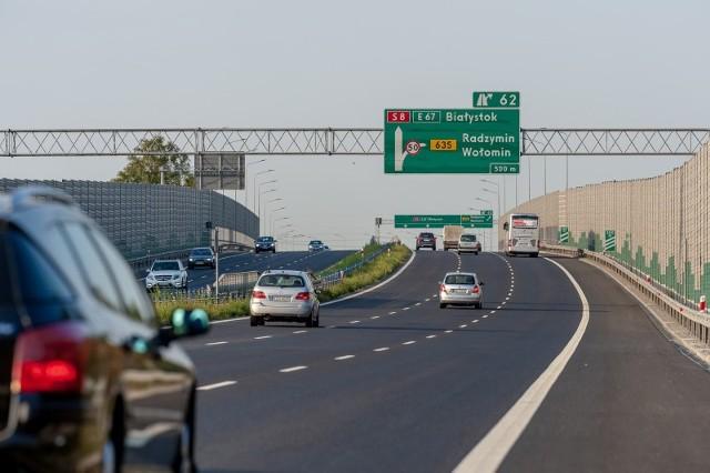Jak wygląda i co oznacza eksperymentalne oznakowanie na drogach ekspresowych i autostradach? Zobacz znaki i ich opisy na kolejnych planszach.