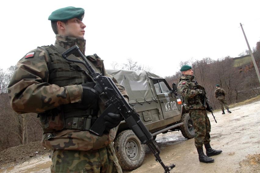 Po 25 latach służby w wojsku, żołnierze mają prawo do...
