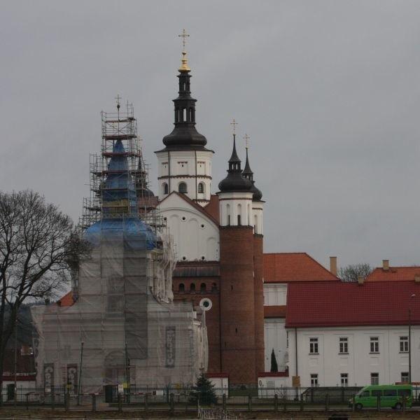 Obronna cerkiew, dzwonnica, dom zakonników. Supraski monaster to perła architektury, ale wymaga remontu. Kiedy ten się zakończy? Nie wiadomo.