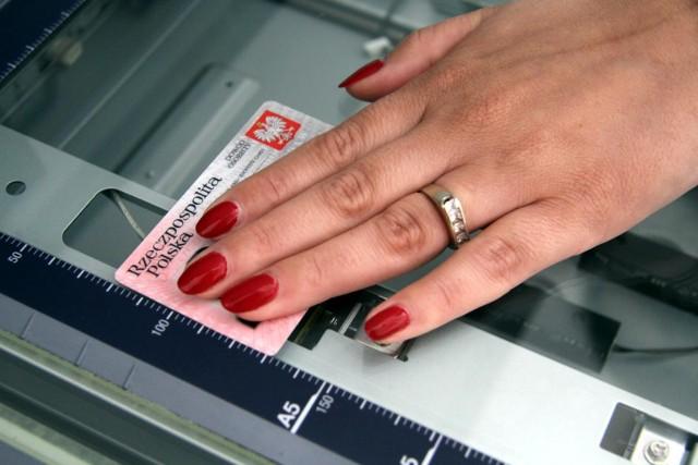 Od 2 sierpnia dowody osobiste będą zawierały dane o naszych odciskach palców.