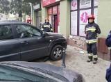 Wypadek na ul. Zielonej. Kobieta przygnieciona przez samochód osobowy [zdjęcia]