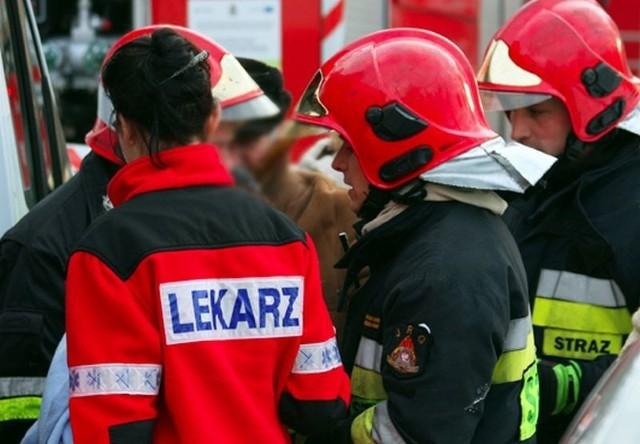 Służby ratunkowe próbowały uratować życie mężczyzny.