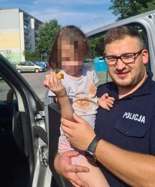 Policjanci zaopiekowali się 6-letnia dziewczynką, która samotnie przyjechała pociągiem ze Zgierza do Łodzi