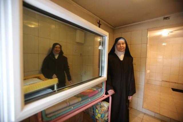 Zgromadzenie Siostr Karmelitanek Dzieciatka Jezus prowadzi okno życia w Sosnowcu.Zobacz kolejne zdjęcia. Przesuwaj zdjęcia w prawo - naciśnij strzałkę lub przycisk NASTĘPNE