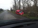 MOZÓW. Samochód wpadł do rowu. Na miejscu była policja [ZDJĘCIA CZYTELNIKA]