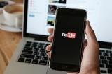"""Youtuber ukarany przez UOKiK. Prawie pół miliona złotych za """"naganianie na systemy typu piramida """""""