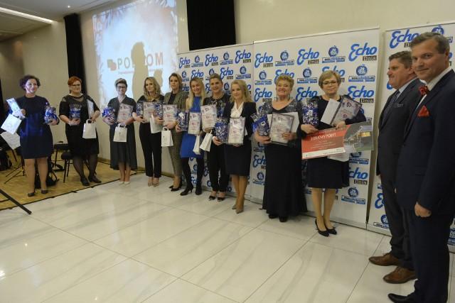 Laureatki konkursu w towarzystwie posła Leszka Ruszczyka i Sławomira Baćkowskiego z Echa Dnia.