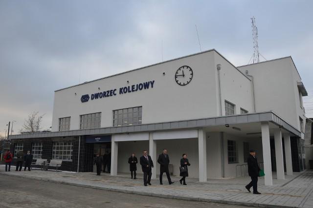 Autobusy elektryczne mają dowozić pasażerów na dworzec PKP w Miechowie