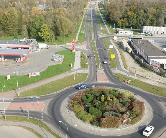 Widok z lotu ptaka na rondo im. Andrzeja Telki, nieżyjącego już byłego prezydenta Oświęcimia, który uchodzi za inicjatora tego rozwiązań drogowych w mieście