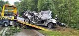 Tragiczny wypadek w Osieku. Auto wjechało w drzewo. Jedna osoba nie żyje, dwie zostały ranne
