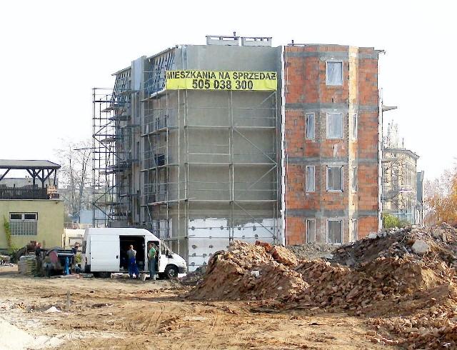 Blok mieszkalny budowany przez firmę TBB na placu między ul. Staszica a Poznańską w InowrocławiuBlok mieszkalny budowany przez firmę TBB na placu między ul. Staszica a Poznańską w Inowrocławiu