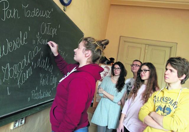 """Ponad 200 maturzystów z katowickiego """"Mickiewicza"""" w poniedziałek rozpocznie próbne matury"""