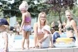 Upalna środa na basenie letnim w Kielcach. Tak się tu bawią kielczanie [ZDJĘCIA]