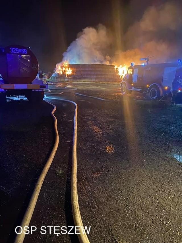 W nocy z piątku na sobotę doszło do pożaru stogu
